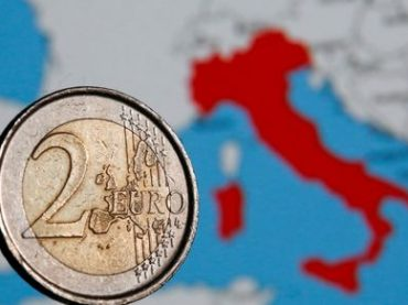 Italy Faces 50-50 Risk of Being Downgraded by S&P, Deutsche Says